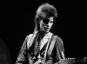 david-bowie-ziggy-stardust-1422448484-view-1